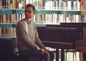 Francesco Cardillo - pianist and keyboardist ranges from classical to jazz music